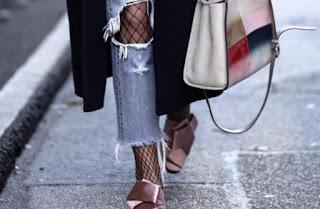 Διχτυωτά καλτσάκια: Το αξεσουάρ που θα αποθεώσει το look σου