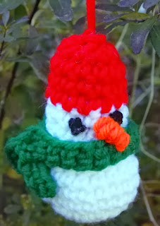 http://translate.googleusercontent.com/translate_c?depth=1&hl=es&rurl=translate.google.es&sl=en&tl=es&u=http://crochetvolution.com/winter-2013/simple-snowman-ornament&usg=ALkJrhg8AOKsIanMqgbdw1wgaKgxJkCE8w
