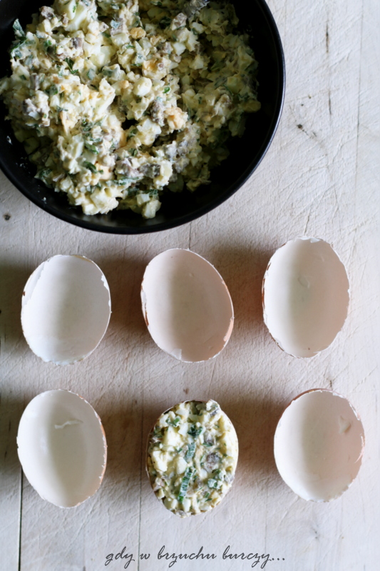 jajka z nadzieniem pieczarkowym