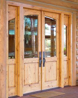 Cánh cửa làm bằng gỗ ghép Thông