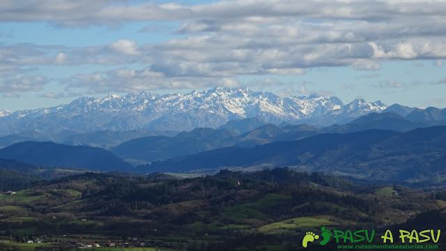 Picos de Europa desde Peña Careses, Siero