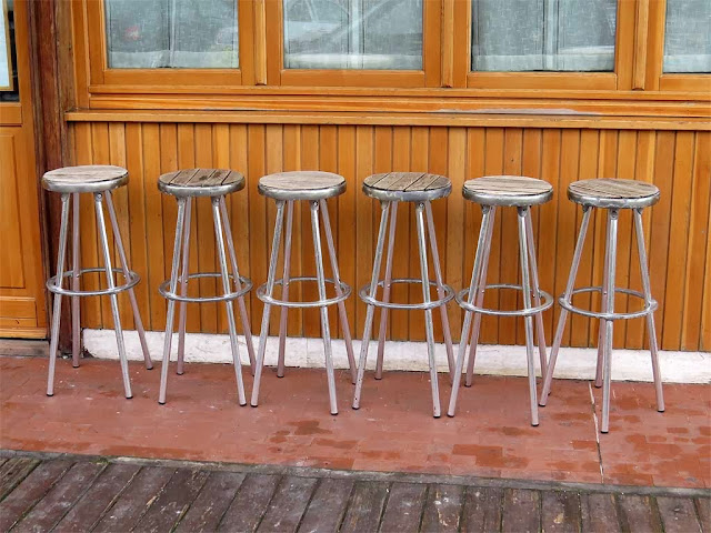 Six stools outside the Aragosta restaurant, piazza dell'Arsenale, Livorno
