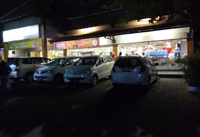 depan supermarket superindo