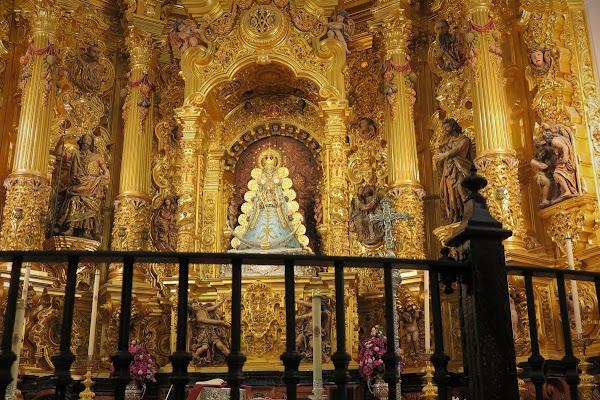 La Virgen del Rocío luce el traje celeste para el tiempo de Adviento