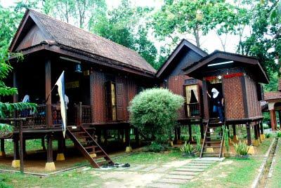 Sabah Kaya Dengan Masyarakat Daripada Pelbagai Suku Kaum Tetapi Pembinaan Rumah Mereka Banyak Dipengaruhi Oleh Kepercayaan Mistik Masing