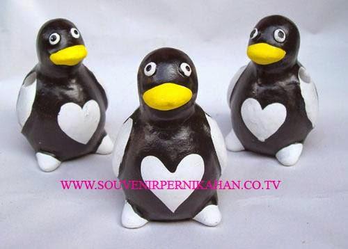 souvenir tempat pensil berbentuk penguin