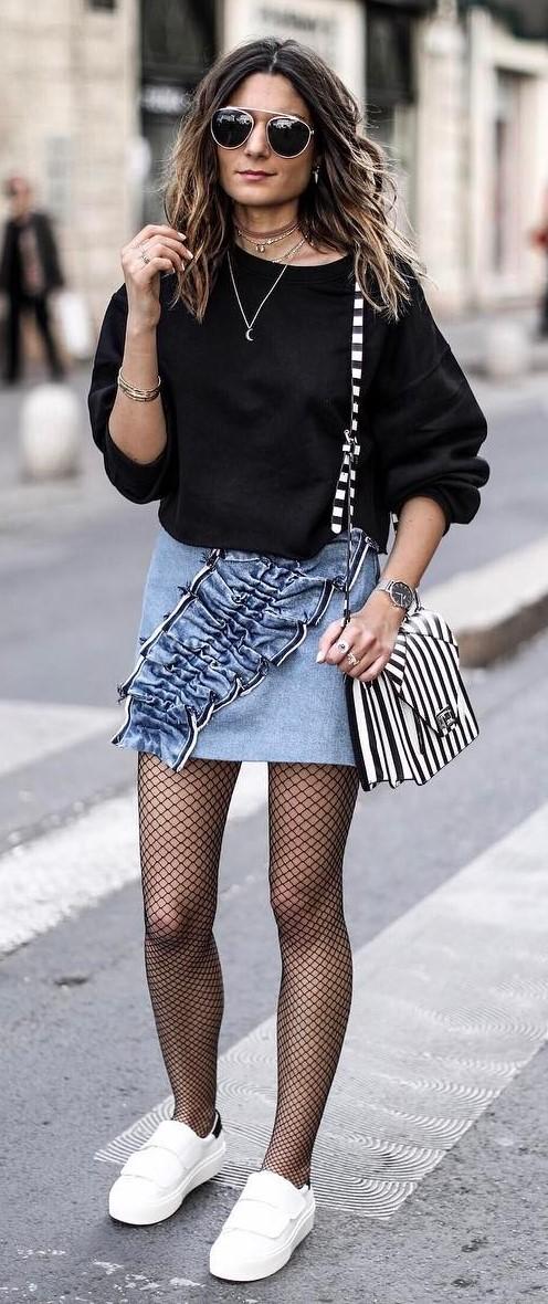 simple summer outfit: sweatshirt + denim skirt