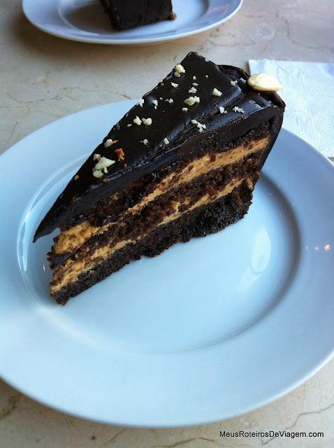 Torta de chocolate no Café Bacacay - Montevidéu, Uruguai
