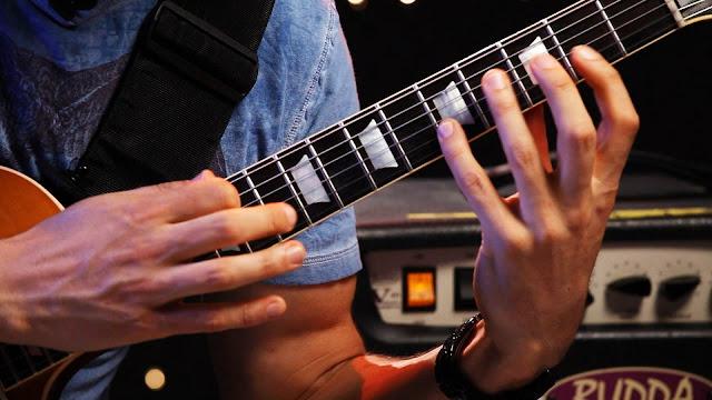 Teknik Tapping Gitar
