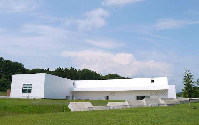 Visit Aomori Museum of Art