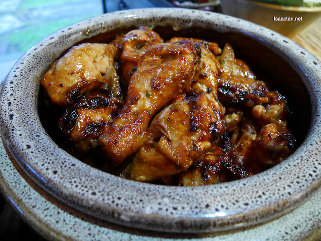 Wonderful barbequed chicken drumsticks and thighs