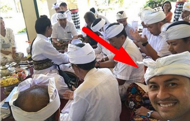 Astaghfirullah... Saat Ramai Idu Adha, Anjasmara Malah Ikut Prosesi Adat Hindu