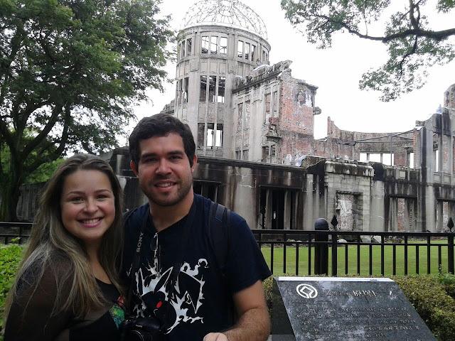 Em frente ao Atomic Bomb Dome, Hiroshima