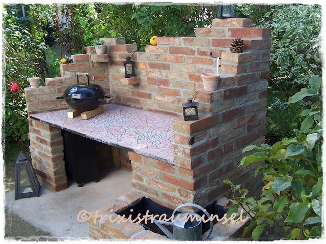 trixistrauminsel der bau vom grillplatz. Black Bedroom Furniture Sets. Home Design Ideas
