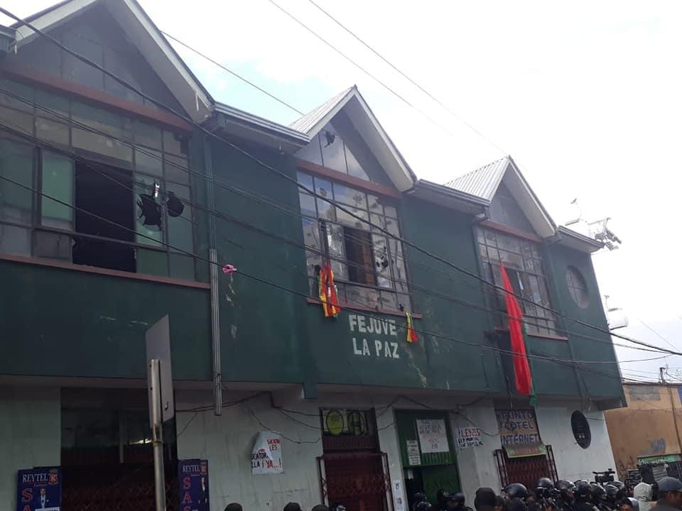 La sede de FEJUVE adquiere simbolismo para ambas facciones / TONNY LOPEZ/ ALEJANDRO MAMANI
