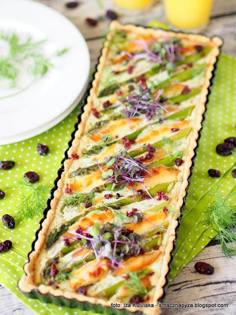 zapiekanka, zielone szparagi, ser wedzony, oscypek, redykolka, obiad z piekarnika, kruche ciasto, krucha tarta z warzywami, obiad