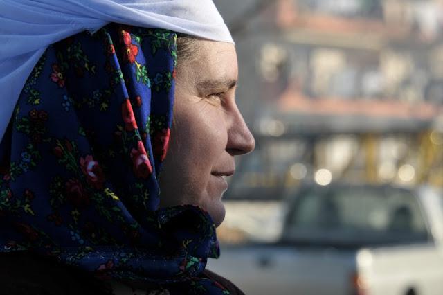 """Μουσουλμάνοι βγάζουν τον """"φερετζέ"""" των ψευτομουφτήδων στη Θράκη"""