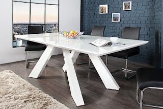 Moderný jedálenský stôl Reaction.
