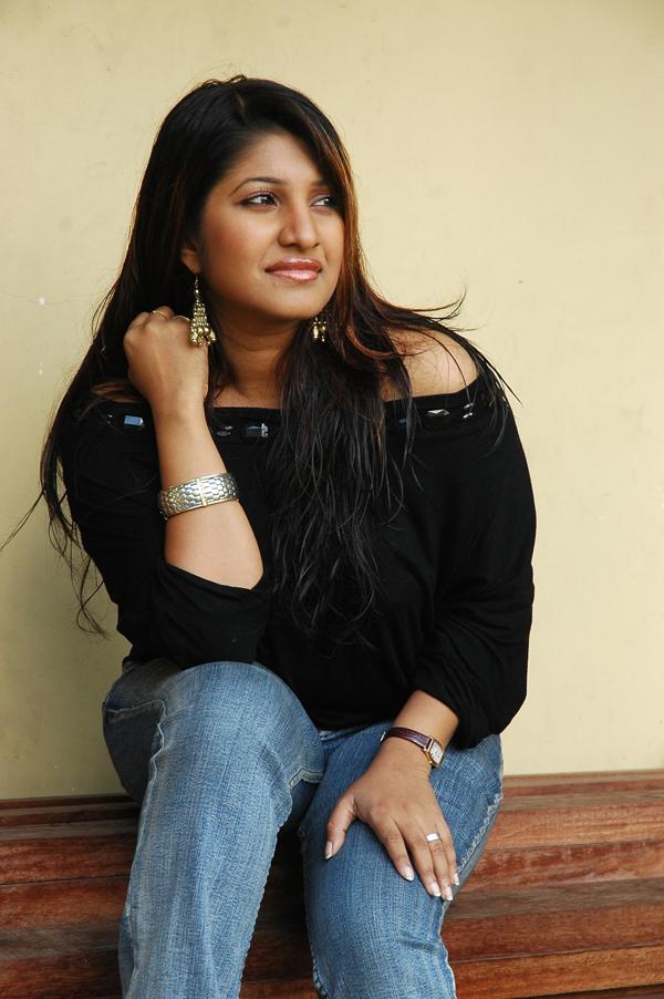 Dilini Lakmali - Sri Lankan Actress And Models