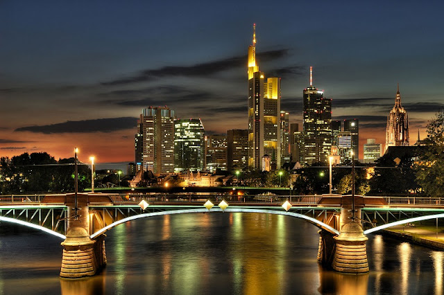 Frankfurt à noite