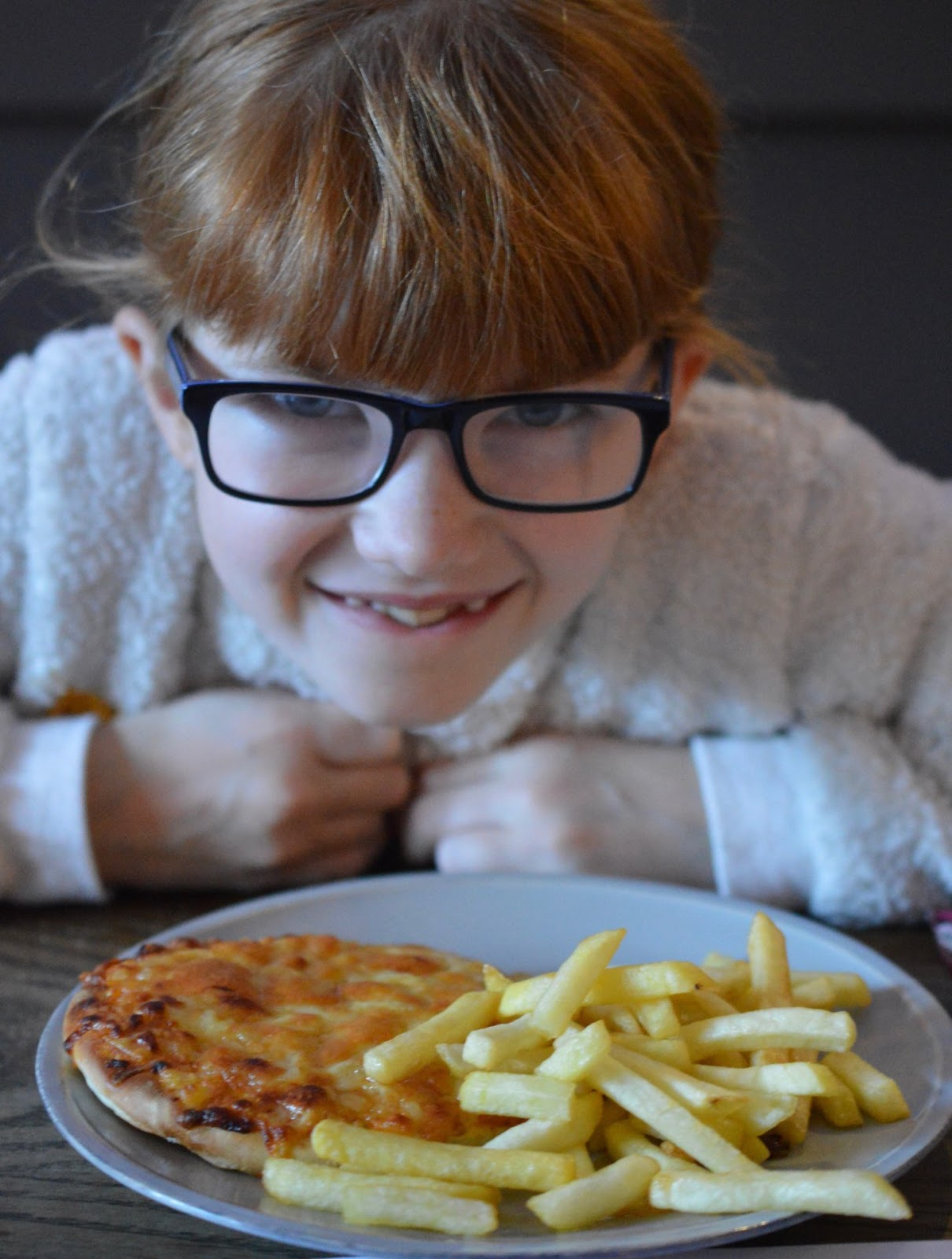 St Mary's Inn Stannington | Saturday Lunch Menu Review (with kids) - kids pizza and chips