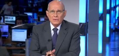 Ricardo Boechat na bancada do Jornal da Band; o jornalista sofreu um acidente de helicóptero