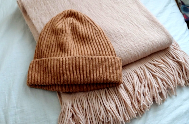 Milk tea brown wool hat light pink scarf h&m