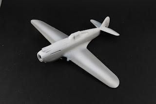 Pré-ombrage du Curtiss P-40B Warhawk d'Airfix au 1/48.