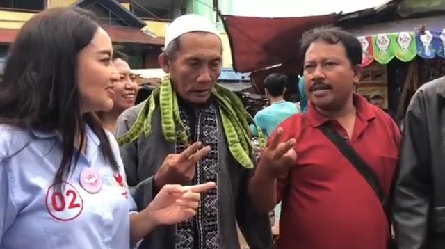 Ditanya Alasan Kenapa Pilih Prabowo-Sandi? Jawaban Bapak Ini Bikin Tepuk Tangan Membahana di Pasar