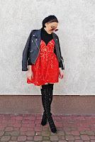 http://www.karyn.pl/2018/02/sukienka-w-kwiaty-i-czarna-ramoneska.html