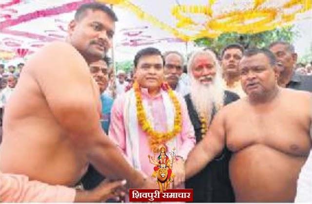 कल्लू पहलवान ने सबसे वजनी नाल उठाकर जीती प्रतियोगिता | Shivpuri News