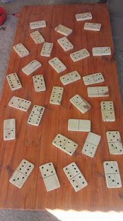 piezas de dominó con retazos de madera reciclados 2