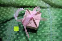 Box mit Schleife: 50pcs Love Heart Laser Wedding Favor Gift Box Kartonage Schachtel Bonboniere Geschenkbox Hochzeit (Pink)