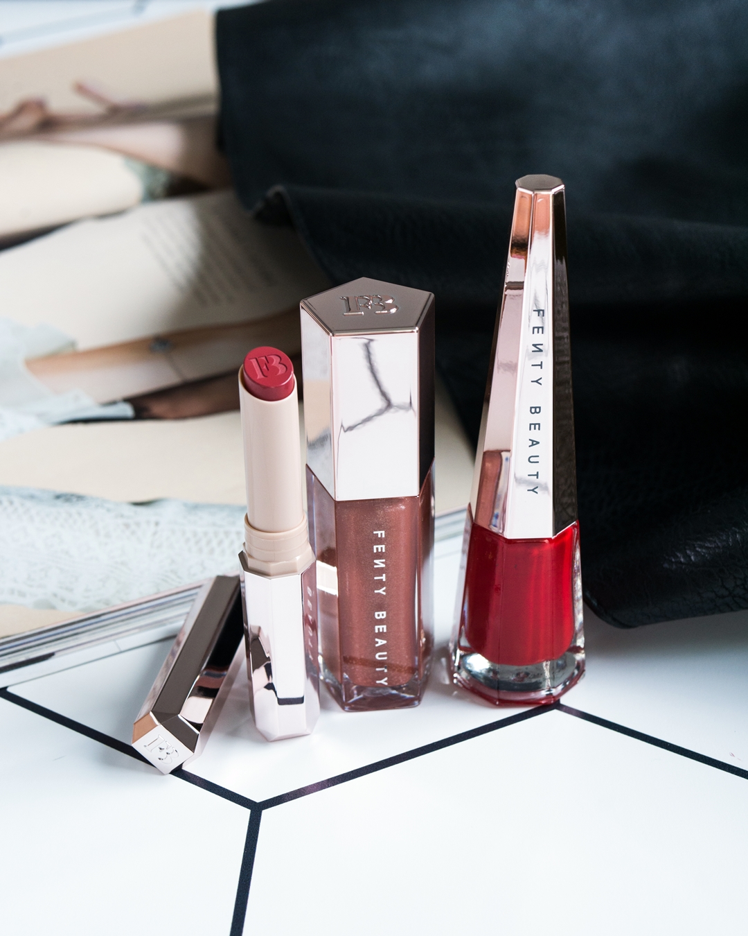 Fenty Beauty Gloss Bomb Universal Lip Luminizer w odcieniu Fenty Glow, Mattemoiselle Plush Matte Lipstick w odcieniu Spanked, Stunna Lip Paint Longwear Fluid Lip Color w odcieniu Uncensored