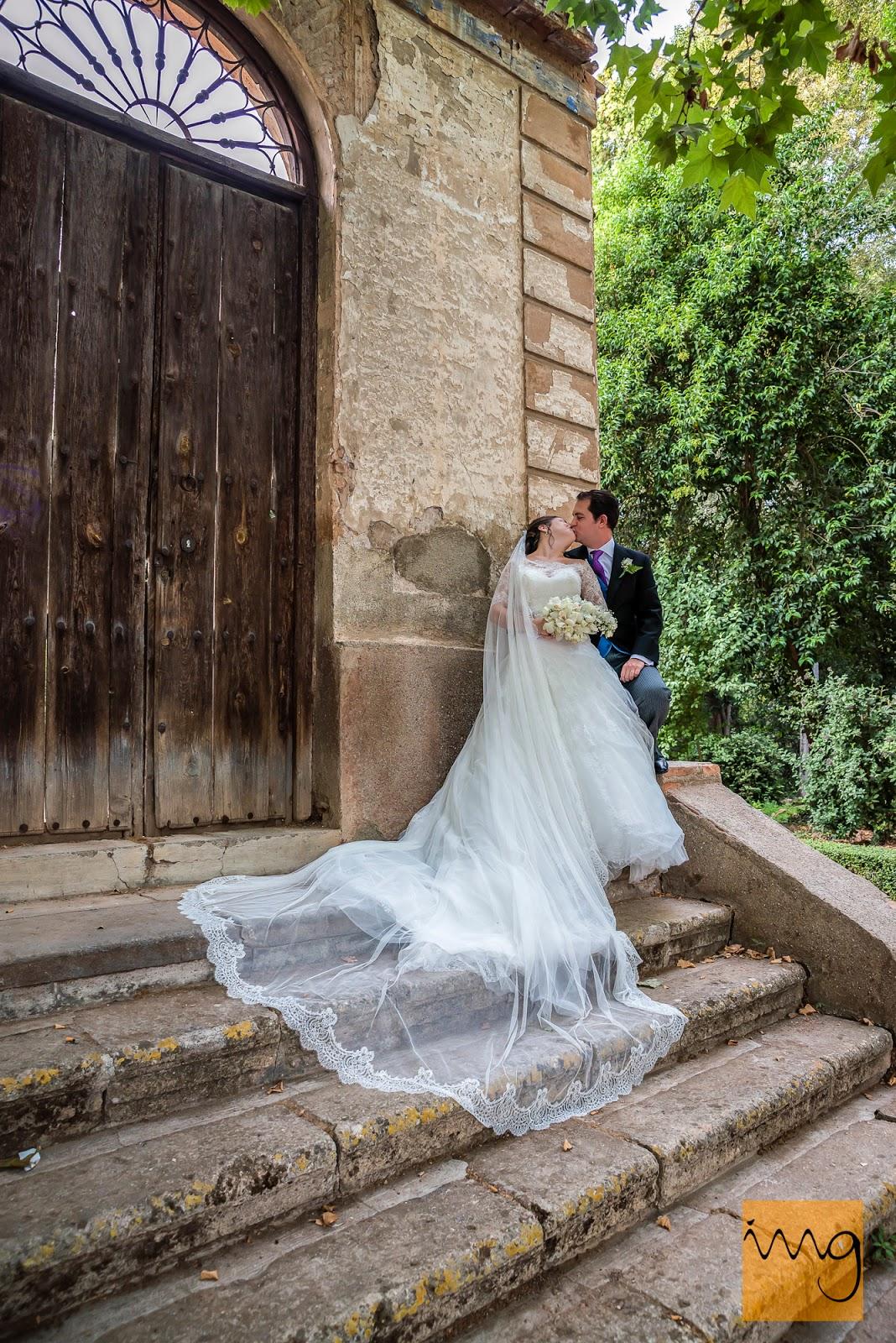 Fotografía de boda, pose en la Alhambra, Granada