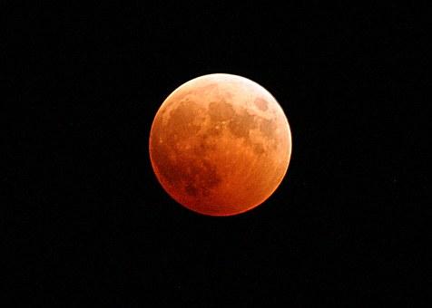 Inilah 7 Adab dalam Menyambut Gerhana Bulan