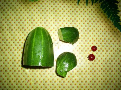 материалы природные, поделки, поделки из овощей, поделки из фруктов, поделки из природных материалов, своими руками, поделки своими руками, для детей, для детского сада, растения, мастер-класс, идеи поделок, огурец, поделки из огурца,http://prazdnichnymir.ru/ «Лягушка 'Ква-ква» из огурца