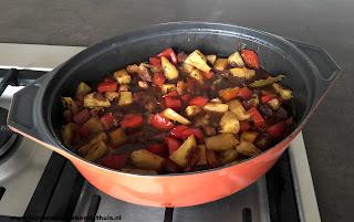 pan vol met adobo stoof spek ananas Filipijnen