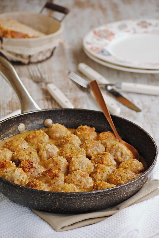 Cocinando con neus alb ndigas con salsa de almendras for Cocinando 1000 huevos