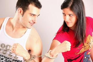 Apakah pacaran membatalkan puasa? hukum pacaran di bulan ramadhan