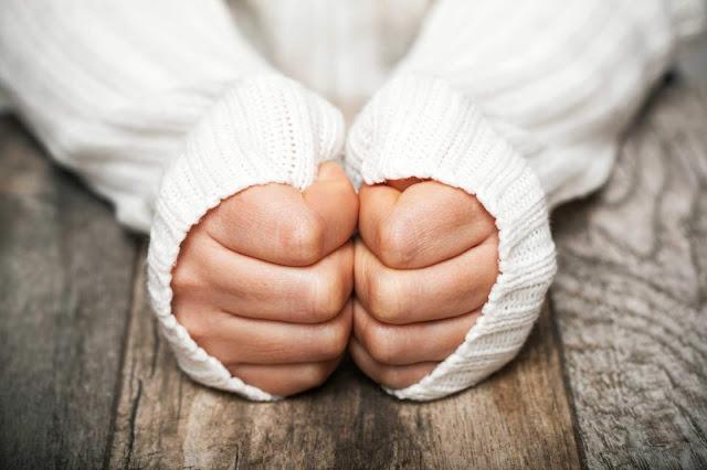 علاج برودة اليدين في الشتاء