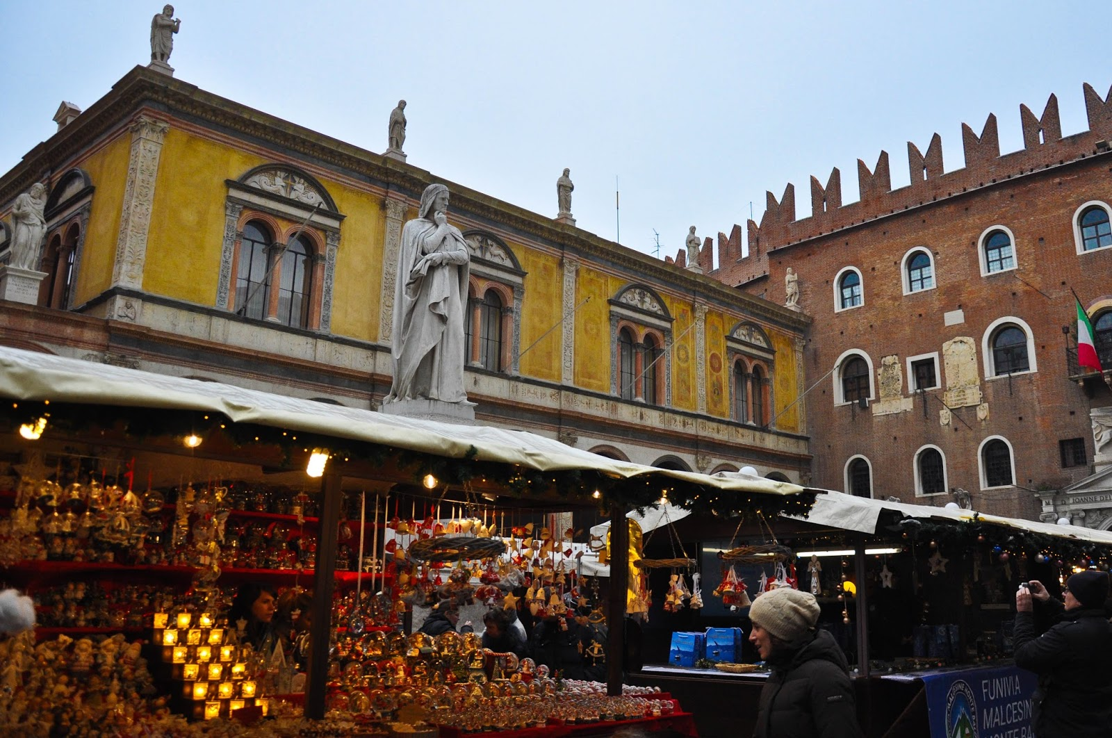 Christmas shopping, Nuremberg Christmas market, Verona, Italy
