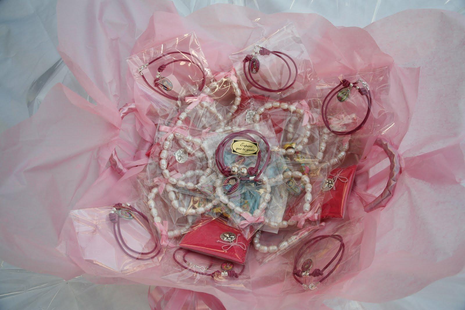 e564d2bc2 El taller de Rosa y Carmen  Para regalar en una Comunión
