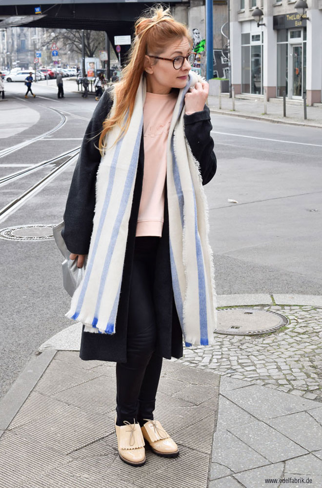 blau beige gestreifter Riesenschal von H&M, Bullboxer Schuhe für Damen