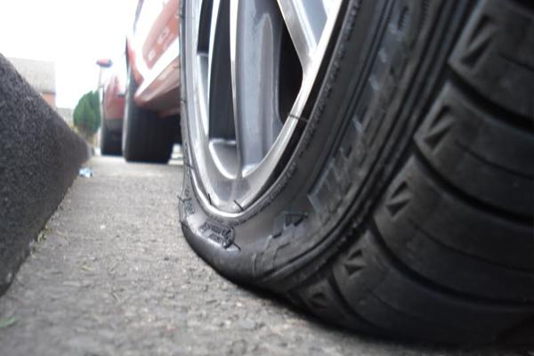 Bila Ban Mobil Pecah di Jalan, Perhatikan Hal-hal Ini