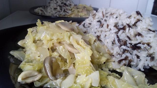 Receta de invierno: repollo con champiñones y arroz salvaje