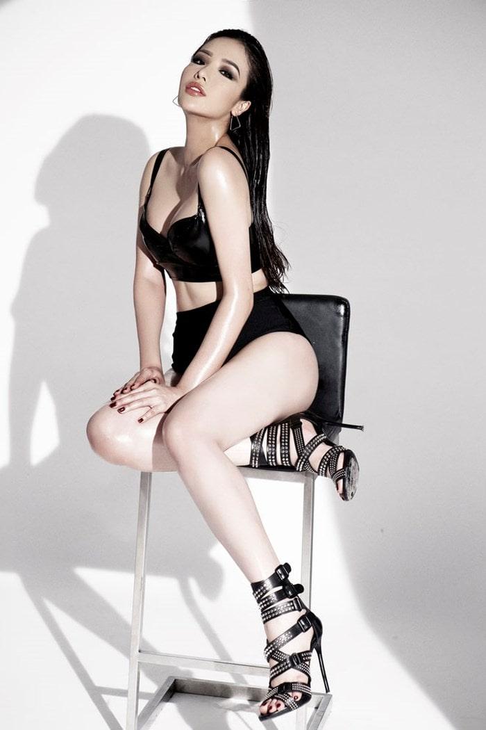 Top 25 Hoa hậu siêu Quốc gia Khánh Phương khoe đường cong hình chữ S trong bộ ảnh mới - Ảnh 3