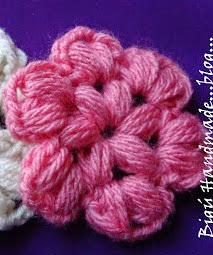 http://biguhandmade2.blogspot.com.es/2012/11/flor-en-puff-stitch.html
