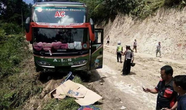 Rombongan Bus Calhaj Haji Kecelakaan, 2 Tewas, 3 Luka Berat