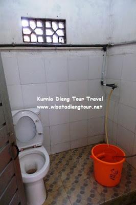 kamar mandi standar di dieng plateau